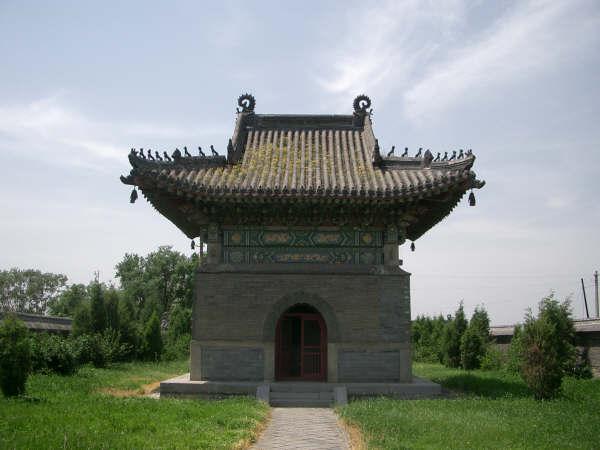 シュルガチ陵墓 碑亭