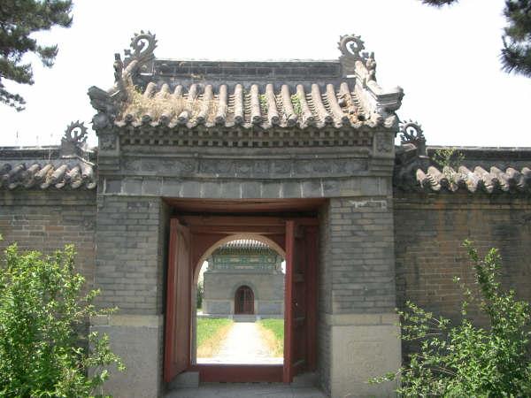 シュルガチ陵墓 門