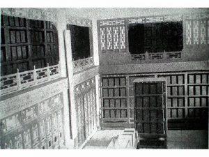 戦前の文溯閣内部、一階と二階(『満洲の史蹟』写真p32)