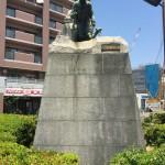 河口慧海銅像(正面から)